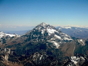 800px-Aconcagua_-_Argentina_-_January_2005_-_by_Sergio_Schmiegelow
