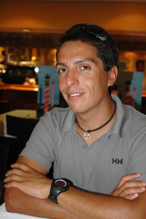 Gonzalo Dell Agnola tiene treinta años, natural de Mendoza (Argentina) y es guía de alta montaña en Los Andes. Cuenta con diez ascensiones al Aconcagua y ... - WDSC_79172