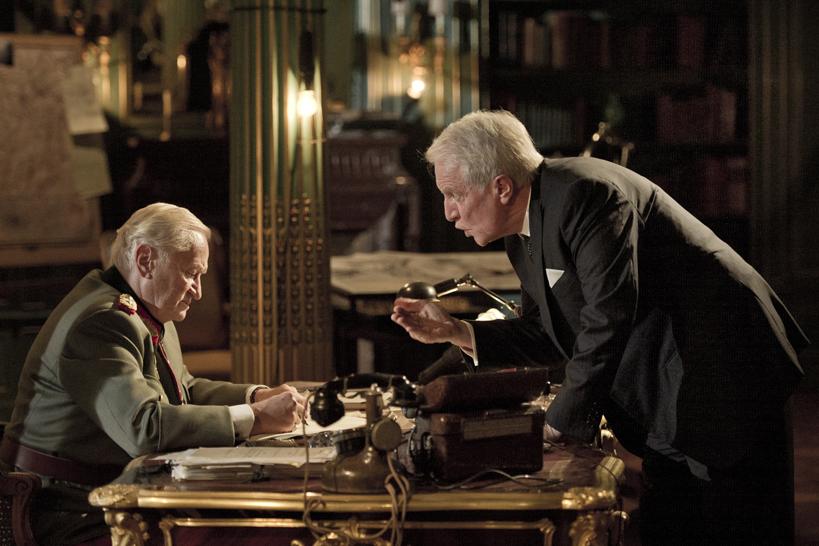 Fotograma de la película Diplomacia. Diplomatie-photo Jérôme Prébois @Gaumont - Film Oblige