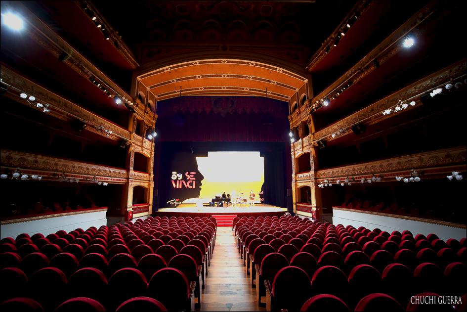 Impresionante aspecto que ofrecía la sala del Teatro Calderón antes del comienzo de la gala.
