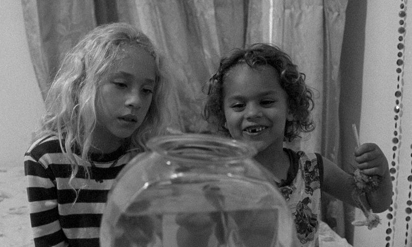 Fotograma de la película Pies pequeños