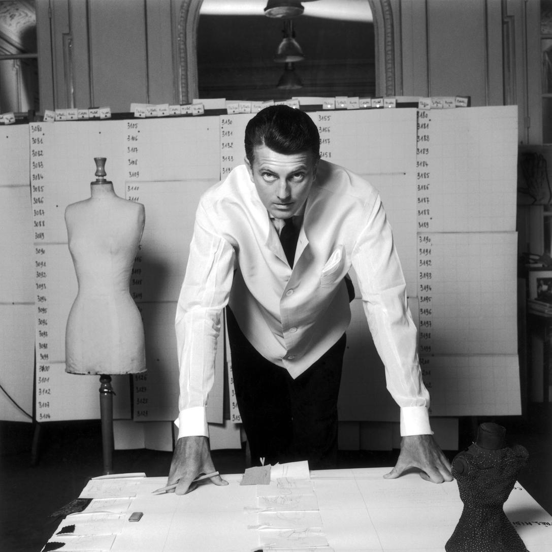 Hubert de Givenchy, 1960. Foto: Robert Doisneau, cedida por el Museo Thyssen Bornemisza