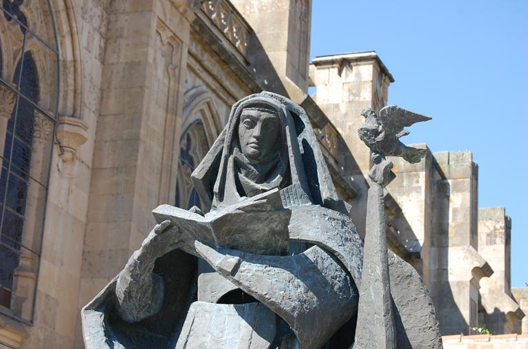 Santa Teresa, Alba de Tormes, monumento obra de Venancio Blanco.