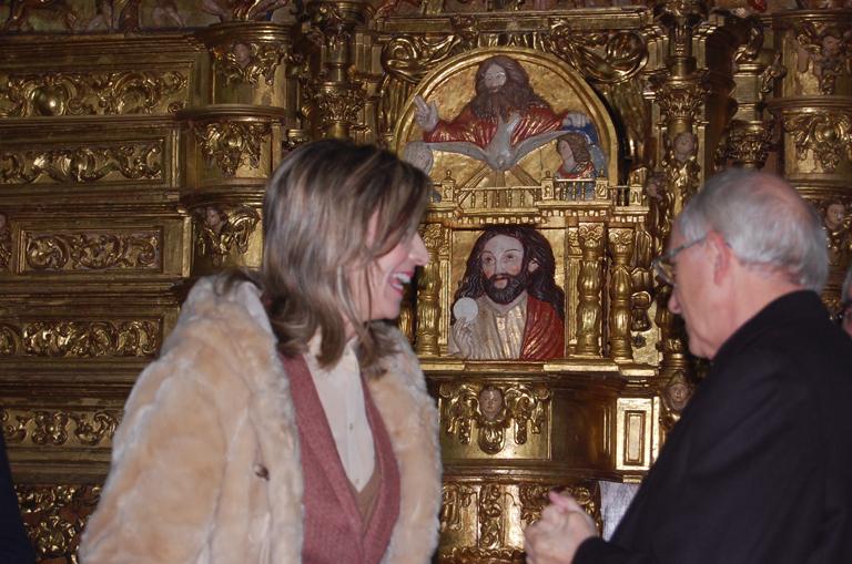 La Consejera de Cultura, Alicia García, en un momento previo a la presentación junto al obispo de Ávila