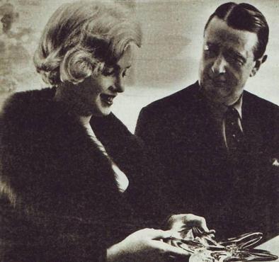 Marilyn Monroe recogiendo el premio Estrella de cristal a la Mejor Actriz por su interpretación en  El príncipe y la corista. Fuente: Internet