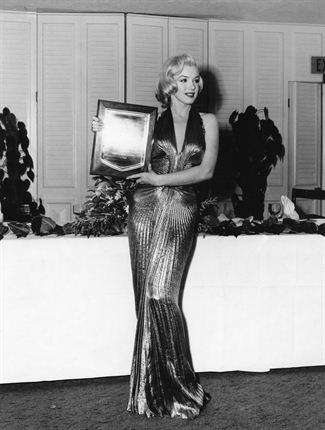 Marilyn Monroe recogiendo el Premio Photoplay Fuente: http://www.channel24.co.za/