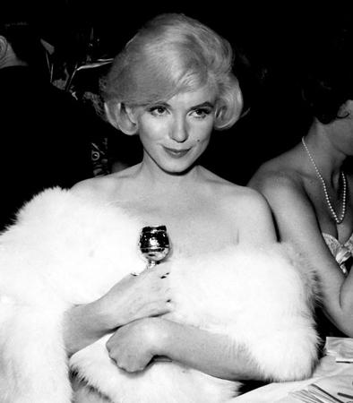 Marilyn Monroe con el Globo de Oro por su intepretación en Con faldas y a la loco. Fuente: Internet