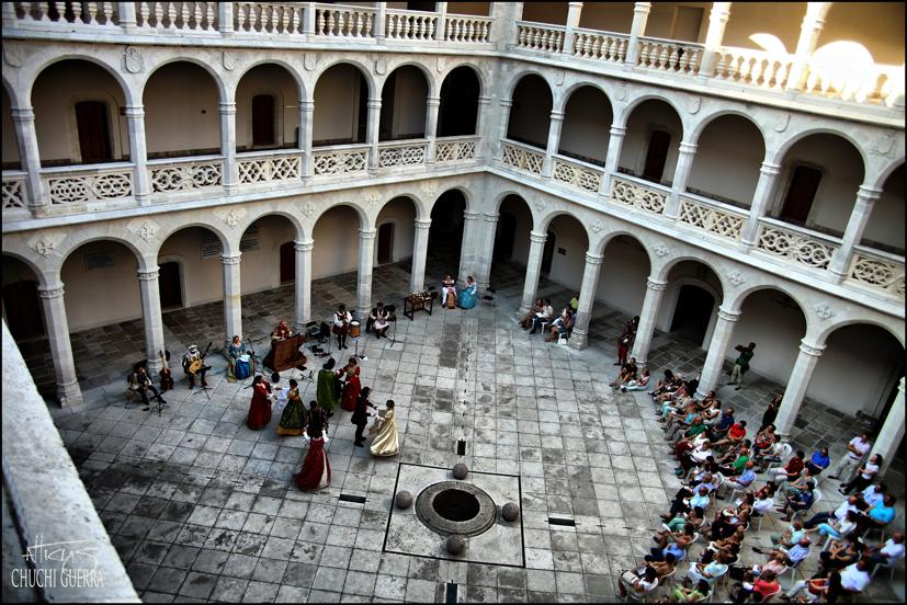 Aspecto del patio del Palacio de Santa Cruz, Valladolid durante la actuación