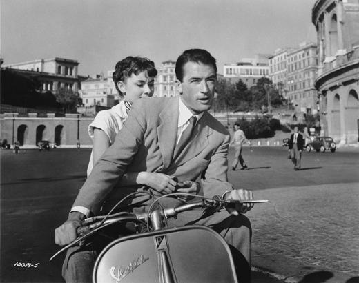 Gregory Peck junto a Audrey Hepburn en Vacaciones en Roma, 1953