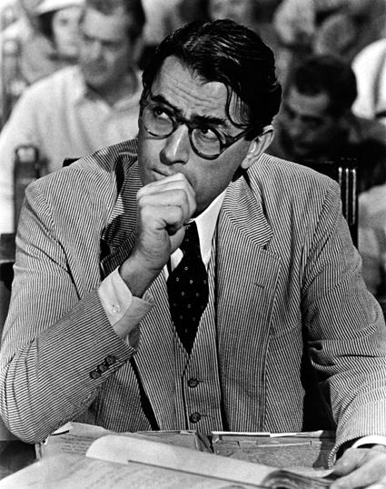 Gregory Peck encarnando a Atticus Finch en Matar un ruiseñor, 1962