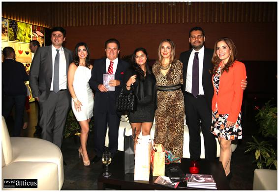 Alejandro Tudela posando con algunos miembros de su familia en el Hotel Enara